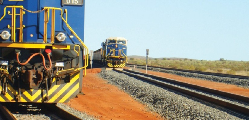 Two fortescue locos - Photo FMG