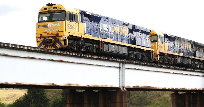 Pacific National class 92 locomotives hauling a coal train over a rail bridge crossing the Hunter River at Singleton, NSW. Photo: Creative Commons / Bluedawe