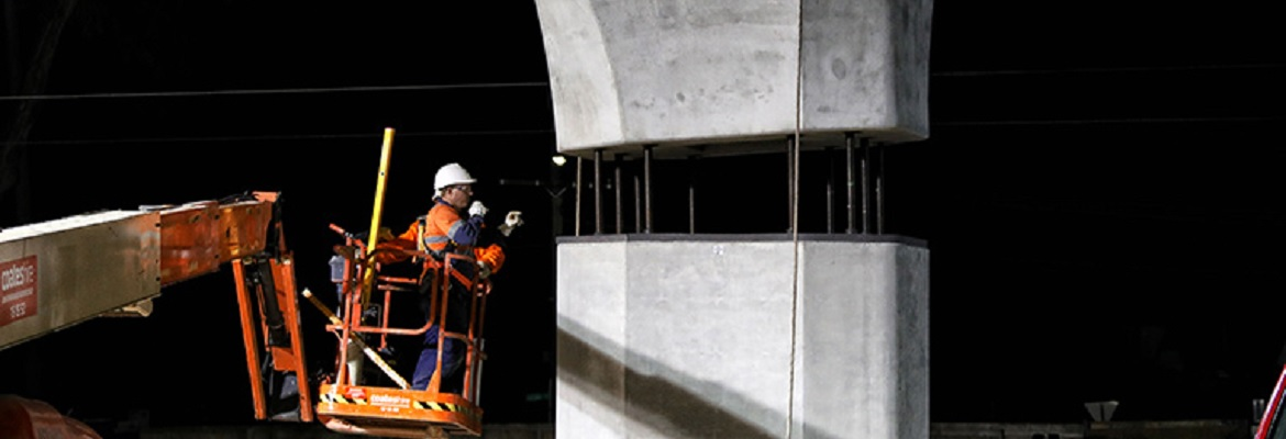 Melbourne first skyrail column being installed. Photo: Level Crossing Removal Authority